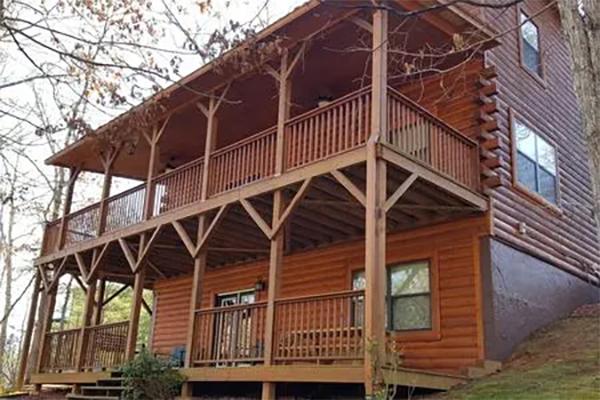 Beary Sweet Retreat Log Cabin